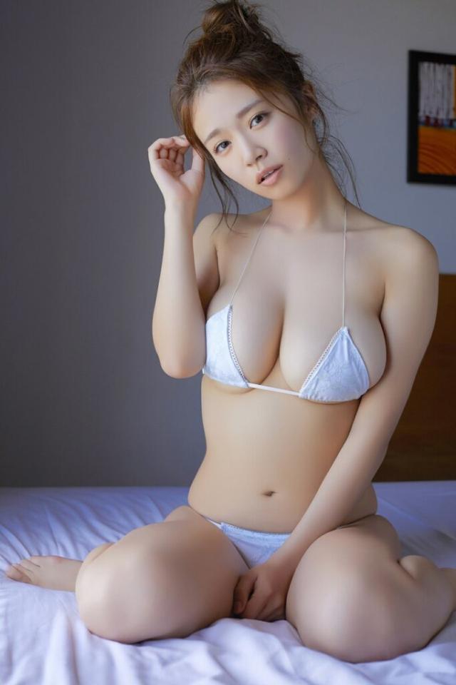 乳の存在感ハンパねぇ!!!!けどめっちゃかわいい菜乃花のグラビア(〃ω〃)モェ!!ww×26P