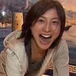 広末涼子のお宝胸チラ画像!おっぱいの大部分が見えてるwww
