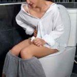 【放送事故】NHKでトイレ中の女性が映るwww下着見えてるwww【エロ画像16枚】